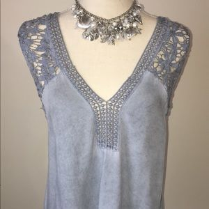 Tops - Beyond excellent condition island blouse